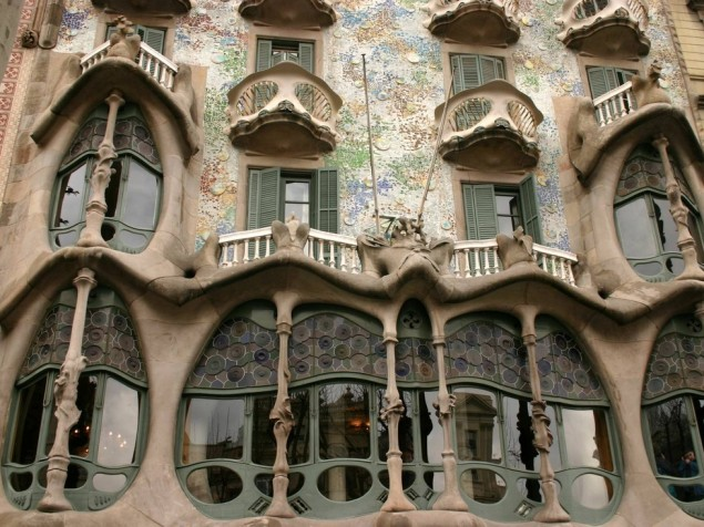 The organic beauty and delicate structural emphasis of Casa Batlio