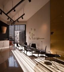 Caro Hotel - Sunlight through hotel bar