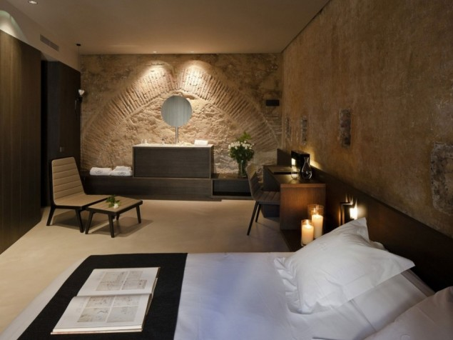 Caro Hotel - Guest Room with arch detail in wall