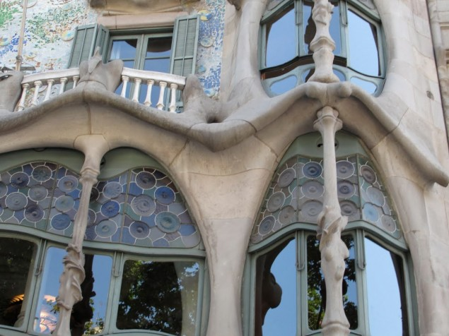 Casa Batlio - Exterior detail at window
