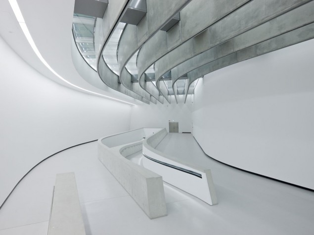 MAXXI Museum - Lobby and concourse
