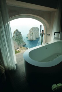 Punta Tragara - Guest Bathroom with view