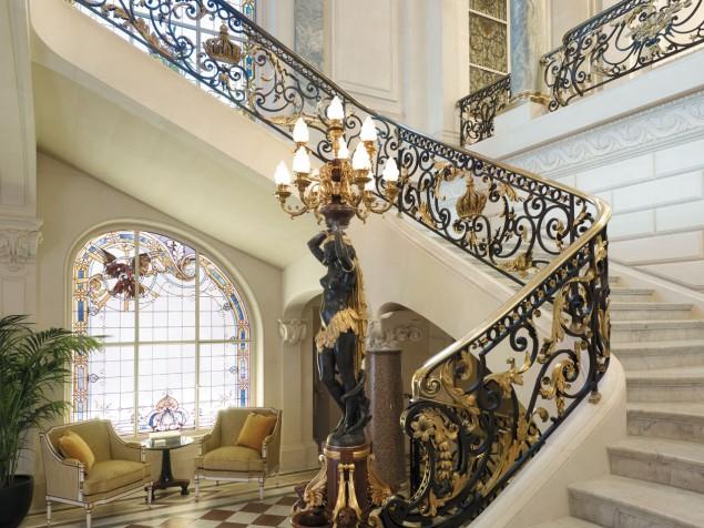 Shangri-La Hotel - Grand Stairway
