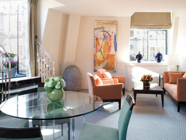 The perfect alignment of artwork to its surroundings in this Deluxe Suite