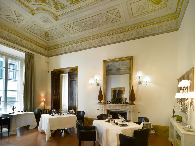 Fine dining under the historic frescoes at Guelfie Ghibellini