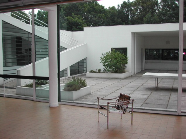 The open floor plan of Le Corbusier's design will enhance your private reception