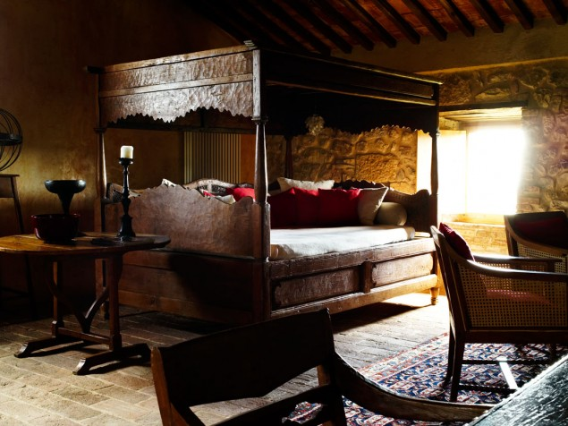 The guest suite Vicario and its one-of-a-kind, canopied 4-poster bed