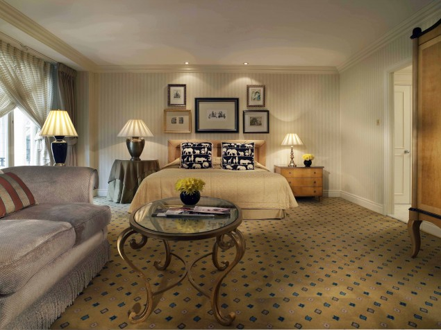 An elegant approach to the executive guest room