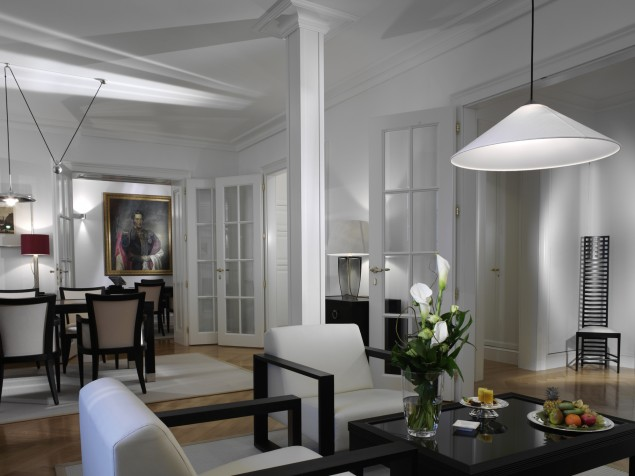 For a contemporary atmosphere, enjoy the metropolitan style of the City Suite Ernst I