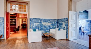 Over 30,000 of these beautiful blue and white tiles grace the walls of Palacio Belmonte