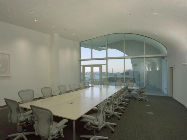 A boardroom whose walls and  ceilings  follow the architecture